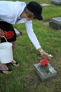 2010 Obon - Adding the Flowers