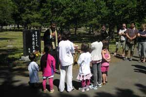 2010 Obon - Reverend Ikuta with the Kids