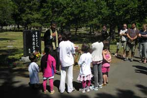 2010 Obon - Reverend Ikuta with the Kids